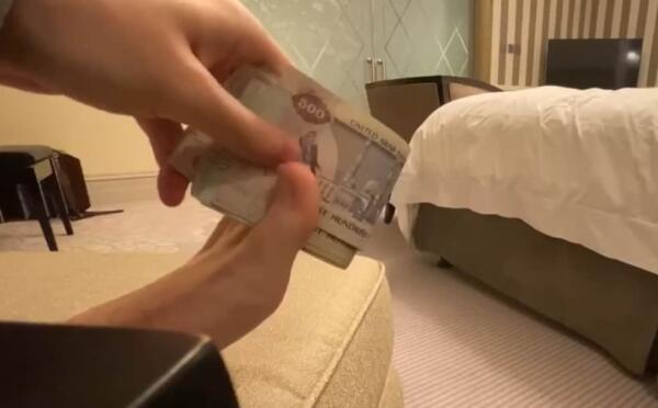Арест на 10 лет. Что известно о приговоре экс-коуча Артёма Маслова, взявшего купюру пальцами ног в Дубае