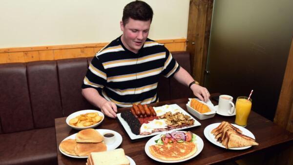 Кто сильнее, еда или ты? Знает журналист, зря попытавшийся на спор съесть блюда на 8 тысяч калорий