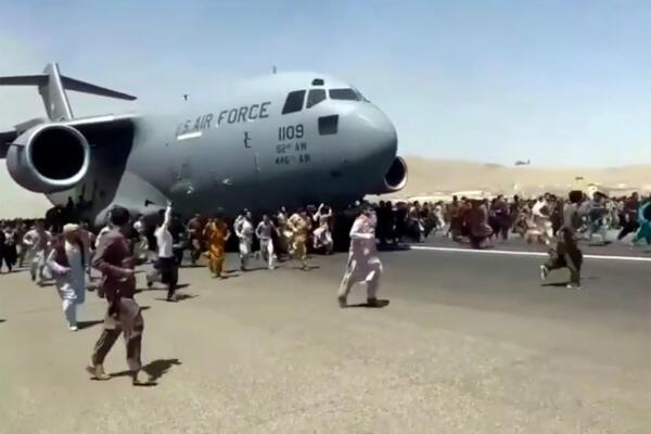 Самолёт с номером 1109 из аэропорта Кабула - надувной? Люди в Сети ищут улики в приступе конспирологии
