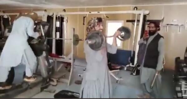 Запрещённые в РФ талибы на видео прыгают на батуте и развлекаются со штангой в качалке