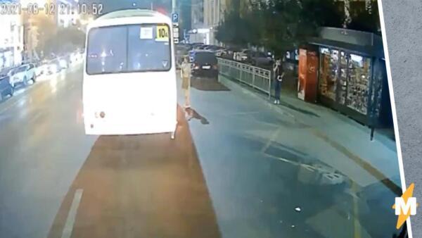 На видео взрыва автобуса в Воронеже женщина сажает подростка с пакетами и уходит
