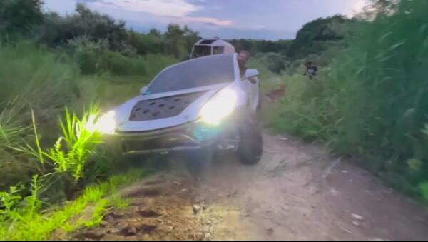 Ютуберы превратили Tesla Model 3 во внедорожник и показали результат на видео