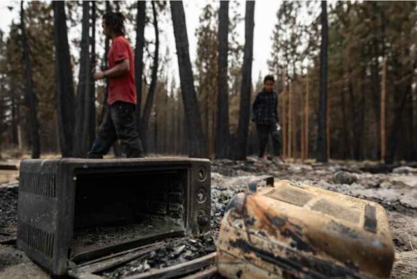 Семья нон-конформистов ушла жить в горы, но пожар разрушил их жильё
