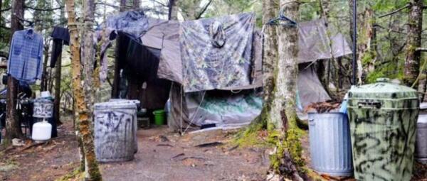 Семья нонконформистов ушла жить в горы, но пожар разрушил их жильё