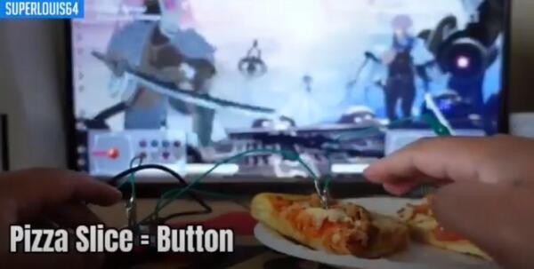 Разработчик игр сделал геймпад из пиццы и прошёл на нём Dark Souls