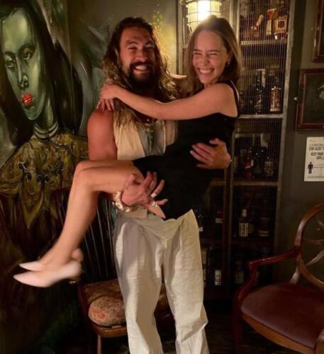 Джейсон Момоа признался Эмилии Кларк в любви, опубликовав совместное фото с актрисой
