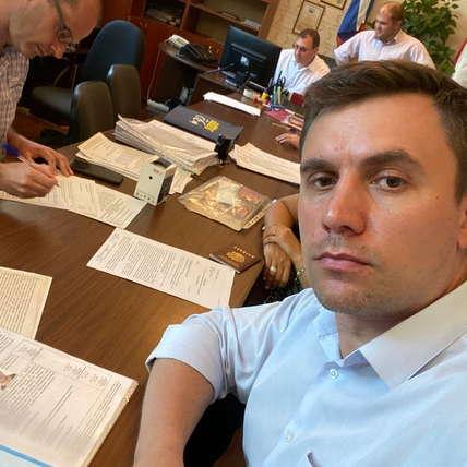 Как депутат от КПРФ Николай Бондаренко обогнал по популярности Дашу Корейку. Он стал блогером-миллионником