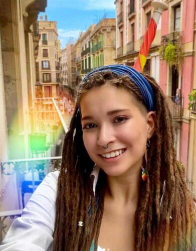 """ЛГБТ-семья, попавшая в рекламу """"ВкусВилла"""", уехала из России после скандала"""