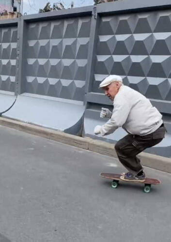 Пенсионер в 73 года мастерски прокатился по Санкт-Петербургу на видео