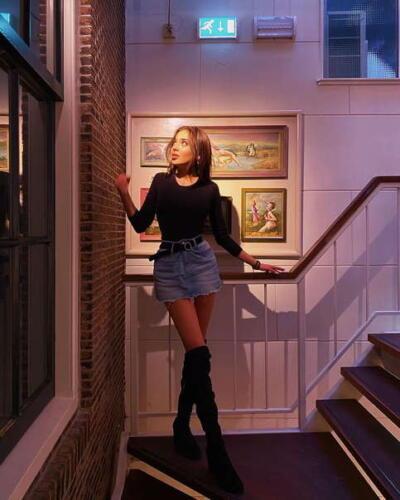Блогерша из Турции получила повестку в суд из-за фото из музея эротики