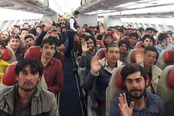 Женщин забыли, поняли пользователи Сети, посмотрев на видео с эвакуацией афганцев из Кабула