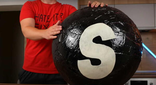 Ютубер Vanzai сделал гигантский Skittles весом 78 килограмм и получил ожог лица