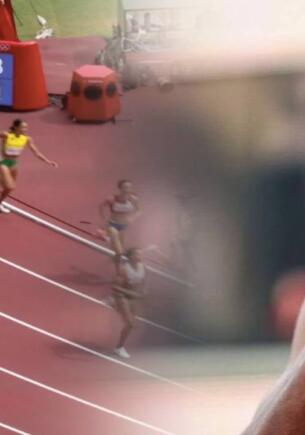 Голландская атлетка упала в ходе забега на Олимпиаде, но встала и финишировала первой