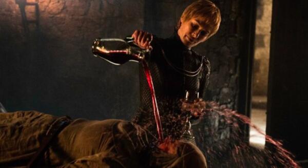 """Лена Хиди рассказала, что чувствовала себя ужасно, когда поливала септу Юнеллу вином в """"Игре престолов"""""""