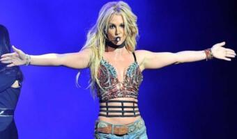 Зачем Бритни Спирс публикует откровенные фото в Сети? Так певица борется с комплексами