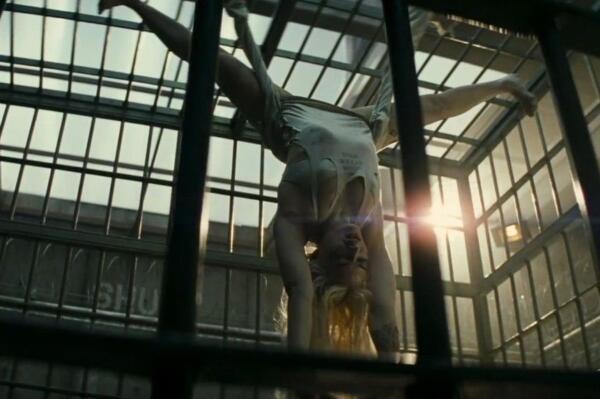 Марго Робби сама взломала пальцами ног замок в сцене из «Отряд самоубийц: Миссия навылет»