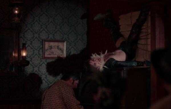 """Дэниел Рэдклифф станцевал топлес и в кожаных штанах в сериале """"Чудотворцы"""""""