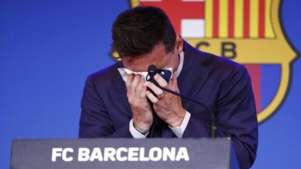 Лионель Месси заплакал на пресс-конференции после ухода из «Барселоны»