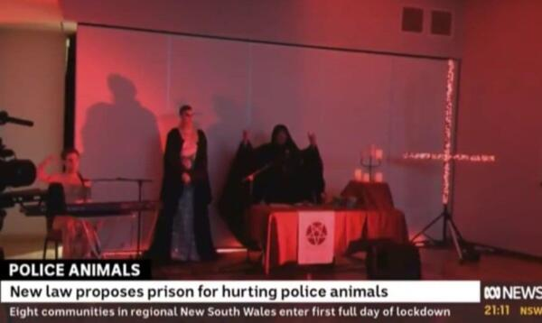 В выпуск вечерних новостей про полицейских собак случайно попал ролик с сатанинской церемонией