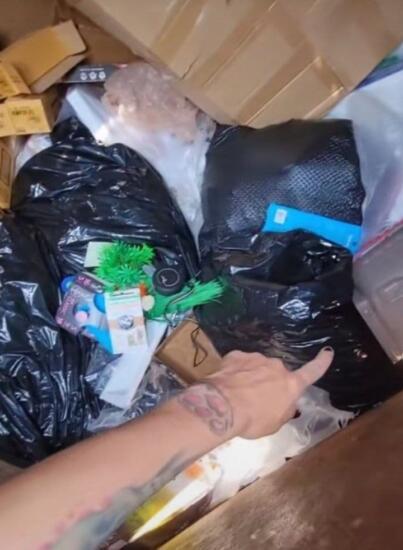На свалку как на работу. Мама-тиктокерша собирает выброшенные вещи и получает $1000 в неделю
