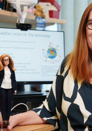Компания Mattel сделала куклу Барби в честь разработчицы британской вакцины AstraZeneca