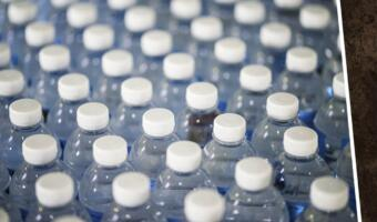 Исследование показало, что вода из бутылки в 3500 раз вреднее для экологии, чем из-под крана