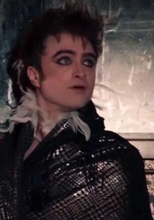 Дэниел Рэдклифф станцевал топлес, в кожаных штанах и с макияжем в сериале «Чудотворцы»