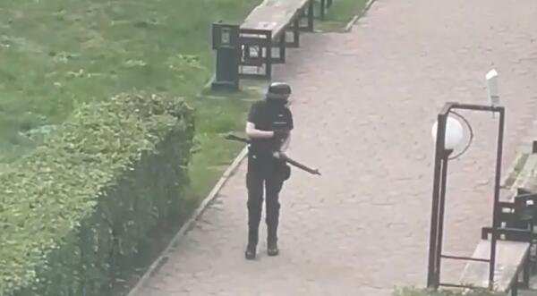 Что известно о стрельбе в университете Перми. Есть погибшие, студенты в панике прыгают из окон