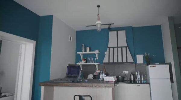 Блогер Руслан Усачёв показал квартиру, снятую за 170 тысяч рублей. Богатая жизнь не такая, как кажется
