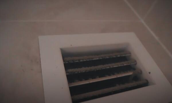 Руслан Усачев показал, насколько грязной может быть квартира, снятая за 170 тысяч рублей в Казахстане