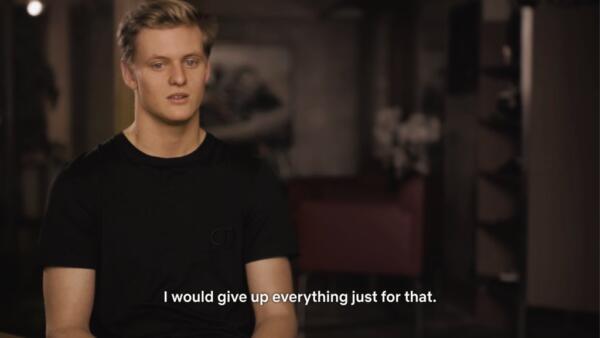 В Сети делятся переживаниями после документалки о Шумахере