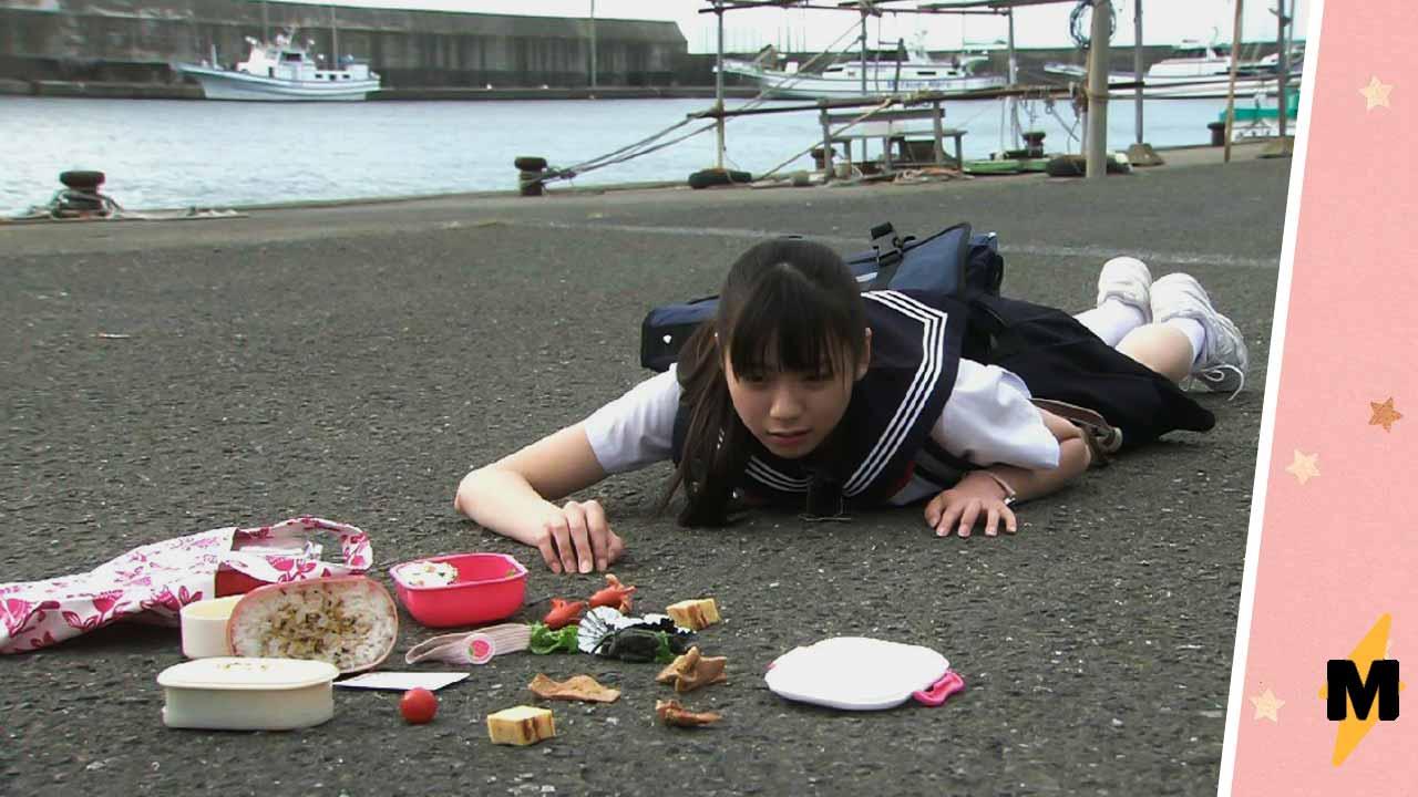 Кого винить в проблемах. Упавшая японская школьница в мемном тренде подскажет одним взглядом