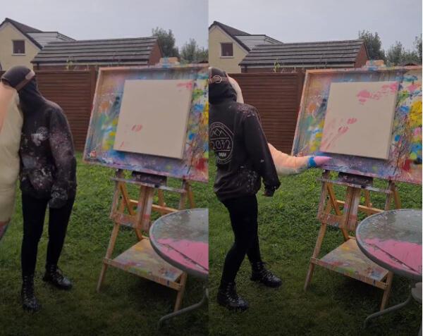 Художница создаёт картины с помощью хобота и мягких игрушек