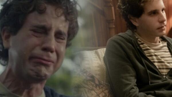 Социофоб Эван Хансен из мюзикла пронзительно заплакал и ворвался в новый мем о грусти и слезах