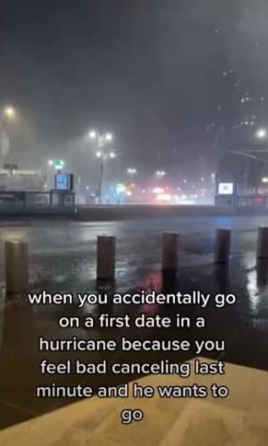 """Тиктокерша проехала 80 кварталов во время урагана """"Ида"""" ради первого свидания, которое длилось час"""