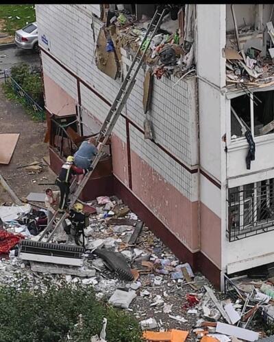 Очевидцы показали видео после взрыва газа в Ногинске. Всё в стёклах, несколько этажей дома разрушены