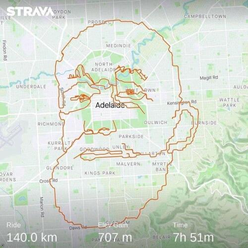 Пока ребёнок с обложки Nevermind судится, велосипедист воссоздал культовое фото, намотав 150 км