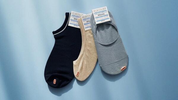 Дизайнер из Японии устал бороться с дырками в носках и сделал их частью образа