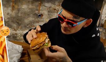 Моргенштерн устроил разнос своей бургерной Kaif Burger, кидаясь едой на пол. Умелый пиар от рэпера
