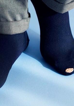 Японский дизайнер делает дырявые носки модными. Россияне в твиттере очень ждут нового тренда