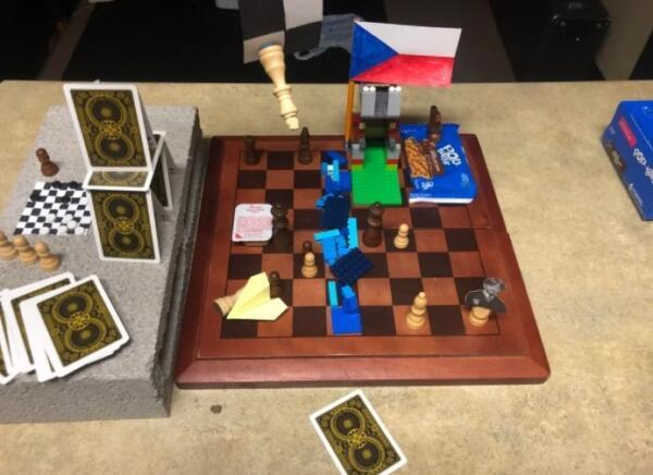 Шахматы без правил. Реддиторы в течение месяца разыгрывают партию с Роном Уизли, батарейкой вместо фигур