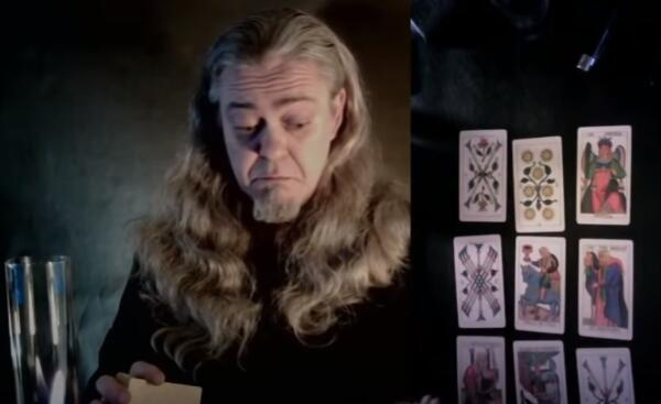 Страшный суд для Юры Хованского и туз мечей Юрия Дудя. Как ютуб-тарологи делают расклады карт на звёзд