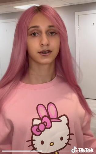 Подписчики заметили, что Даша Корейка накачала губы, и делают комплименты её новому образу. Красотка?