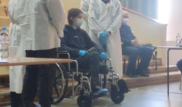 Первое видео с пермским стрелком с заседания суда. Тимур Бекмансуров в коляске необычайно тих и спокоен