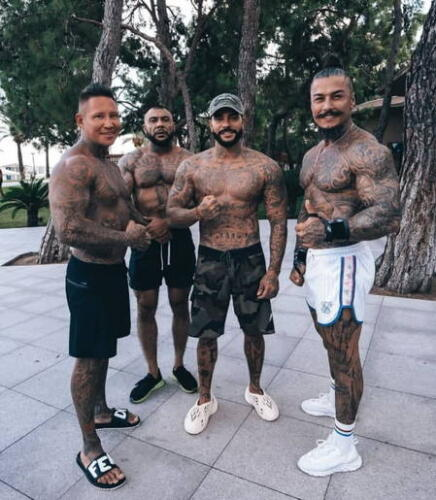 Тимати в татуировках с друзьями в татуировках