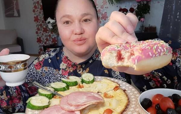 Как Инна Судакова стала примером для подражания. Лень и обжорство сделали её мем-иконой в интернете