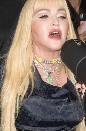 Мадонна на фото от папарацци выглядит совсем не так, как в инстаграме