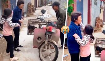 Бабушка из Китая с улыбкой продала за бесценок домашнего пса торговцу на глазах у плачущей внучки