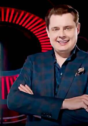 Евгений Понасенков пафосно покрутился перед камерой в Comedy Club и превратился в мем о превосходстве