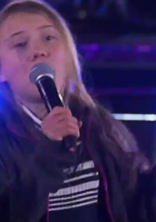 Грета Тунберг в видео шутников пляшет под «Короля и Шута». Спела на концерте и попала в смешной тренд